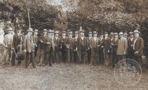 Kapela schwarzenberských granátníků v Hořicích na Šumavě, 1912, Archiv Schwarzenberské granátnické gardy