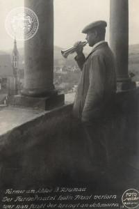 Slavný krumlovský zámecký trubač, Franz Bürger, alias Věžnej Nácl, foto W. Micko, Archiv Schwarzenberské granátnické gardy