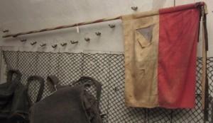 Ač ve špatném stavu, slavný zemský prapor Adolfa Josefa se dodnes dochoval na zámku v Českém Krumlově, Schwarzenberská granátnická garda