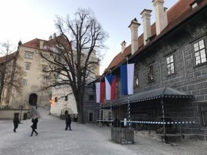 Prapor země České na zámku v Českém Krumlově v roce 2017